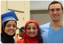 الآلاف يشاركون في تشييع الطلاب المسلمين في كارولينا الشمالية
