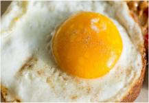 لجنة مختصة: تناول البيض لا يرفع الكولسترول