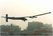 طائرة الطاقة الشمسية تقلع من أبوظبي