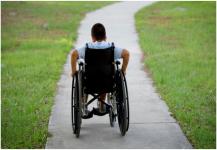 كرسي متحرك ذكي لخدمة الأطفال ذوي الاحتياجات الخاصة