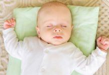 التأكيد على ضرورة نوم الرضيع على ظهره لتقليل خطر وفاته