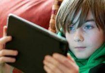 تحذير من ازدياد استخدام الأطفال للهواتف الذكية