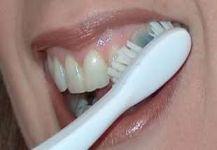إهمال تنظيف الأسنان يعرضك لمرض الزهايمر