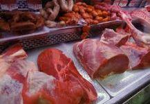 مواد غذائية تزيد خطر الإصابة بسرطان الأمعاء