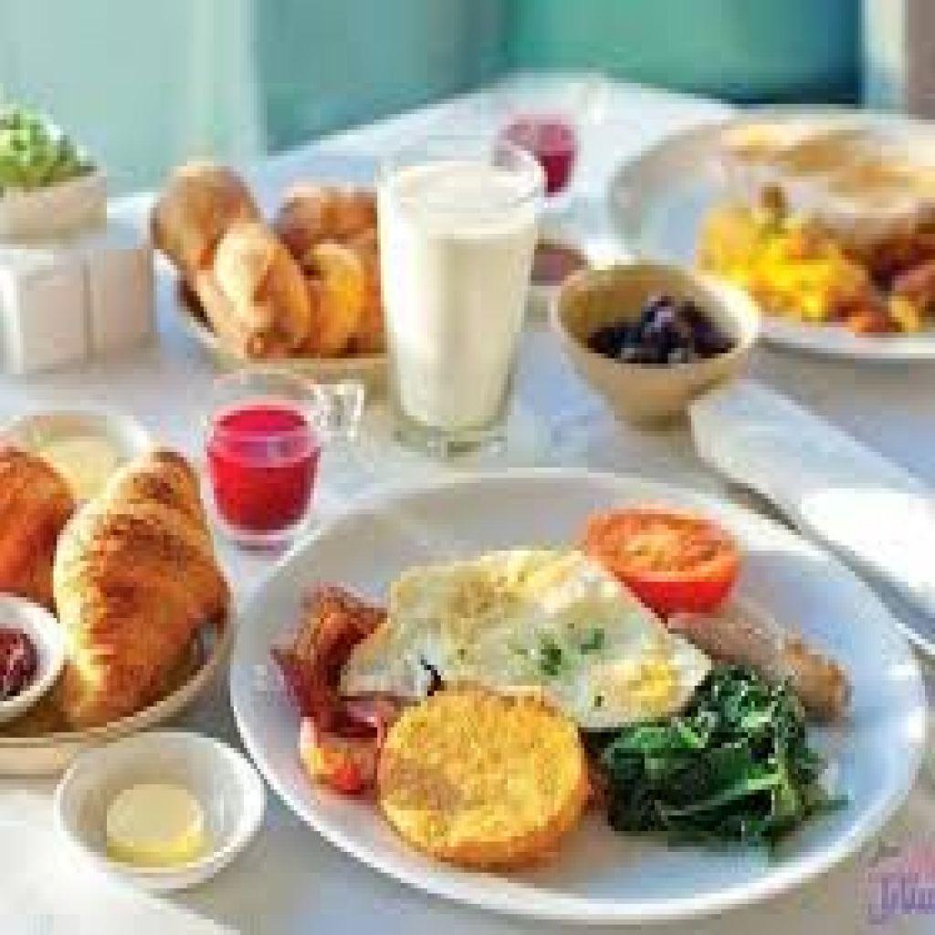 لا تتجاهلوا وجبة الإفطار!