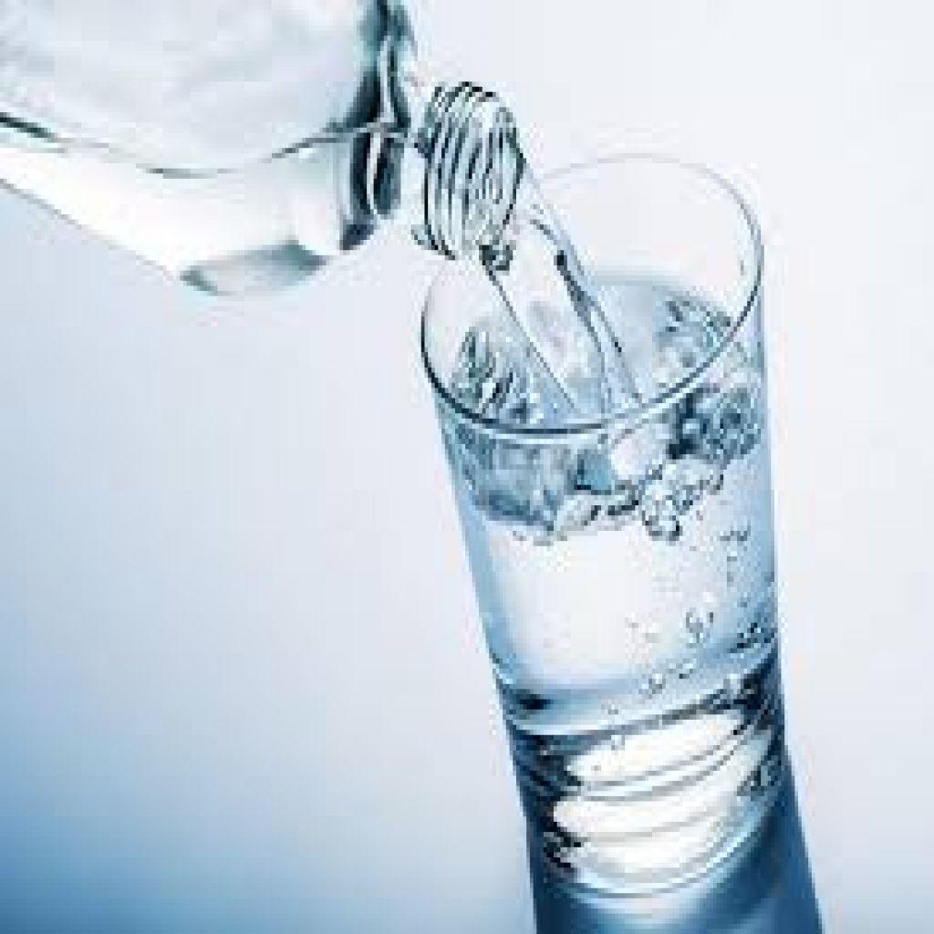في هذه الحالات يصبح شرب الماء خطرا على صحتك!
