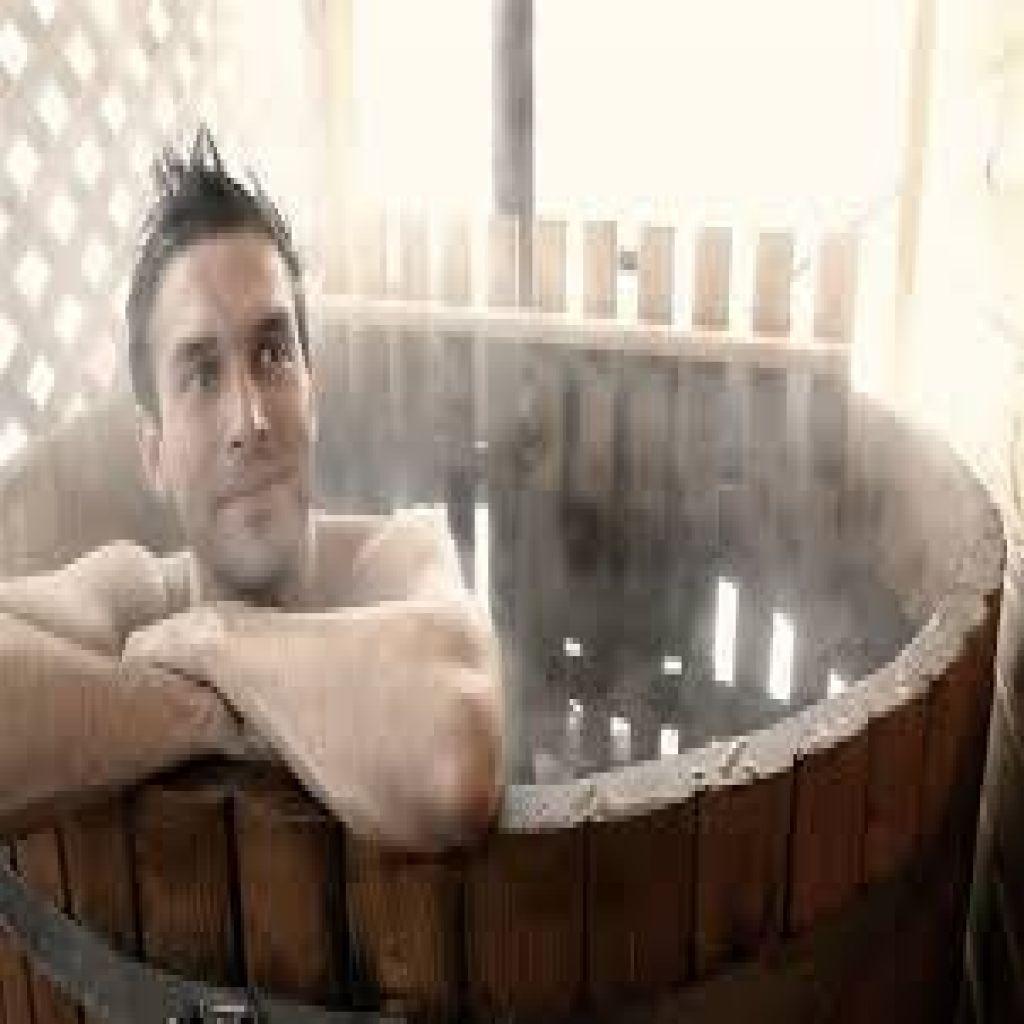 سبب مفاجئ لطول الأعمار.. السر في الاستحمام بماء ساخن!