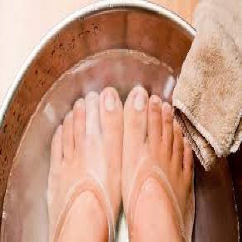 12 علاجاً منزلياً فعالاً لتورم القدمين..